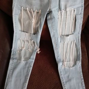 Ripped skinny jeans with chains